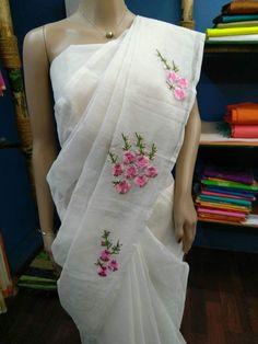 Saree Embroidery Design, Embroidery Suits Punjabi, Hand Embroidery, Embroidery Patterns, Saree Painting, Fabric Painting, Kerala Saree Blouse Designs, Cutwork Saree, Designer Sarees Wedding