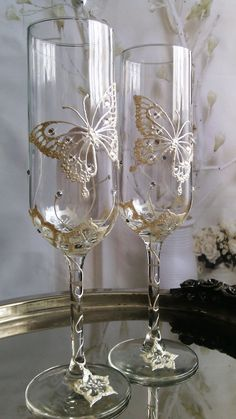 Set of 2 hand painted champagne flutes Swarovski crystal Butterfly couple wedding glasses by PaintedGlassBiliana Decorated Wine Glasses, Hand Painted Wine Glasses, Wine Bottle Crafts, Bottle Art, Bottle Painting, Painted Champagne Flutes, Wedding Wine Glasses, Wedding Flutes, Deco Floral