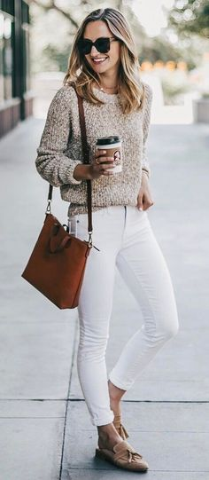 casual style perfection: sweater + bag + white skinnies