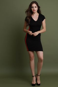 This dress features a v-neckline, short sleeves, soft knit with contrasting side stripe design, and stretchy sculpture fit.Measurement Size Bust Waist Hip Length Sleeve S 30 22 32 32 M 32 25 34 5 L 34 26 36 34 Beauty Full Girl, Beauty Women, Sexy Dresses, Short Dresses, Stylish Photo Pose, Beautiful Girl Image, Girl Fashion, Fashion Design, Mode Style