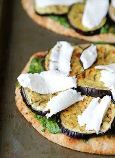 Low FODMAP & Gluten free Recipe - Pesto pizza with eggplant & mozzarella  http://www.ibssano.com/low_fodmap_recipe_petso_pizza_eggplant_mozzarella.html