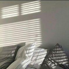 Эстетика серого the aesthetics of gray Aesthetic Light, Gray Aesthetic, Aesthetic Images, Aesthetic Wallpapers, Korean Aesthetic, Grey Pictures, Pastel Grey, Purple Gray, Palette