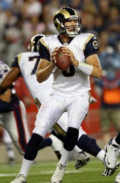 The Rams es un equipo de futbol Americano. Juegan a la Edward Jones Dome. Sam Bradford es muy guapo también.