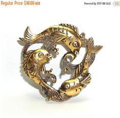Circle of Fish JJ pin brooch gold tone J.J. Nos