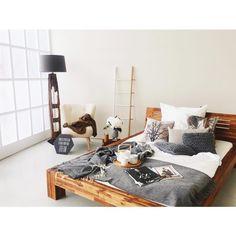...aaaaand here it is!  | Was sagt ihr zu meinem Schlafzimmer (knapp 1h hab ich zum Gestalten gebraucht) im #backtotheroots trend? Ich hab mich vollkommen in die Lampe aus Treibgut verliebt ❤️ | #amazonhoming