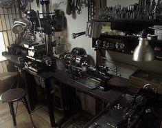 reference for Woodworking - Sakuba metal factory - Workshop of. Workshop Studio, Garage Workshop, Workshop Ideas, Lathe Tools, Old Tools, Wood Lathe, Machinist Tools, Ultimate Garage, Garage Shed