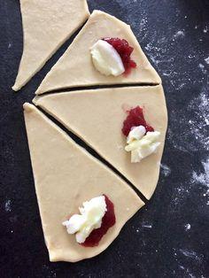 Rogaliki z budyniem i marmoladą - Blog z apetytem Calzone, Scones, Panna Cotta, Recipies, Pudding, Sugar, Cookies, Cake, Sweet