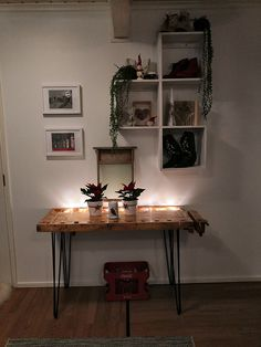 "#höyläpenkki #pinnijalat ""pinnijalkapojat Office Desk, Entryway Tables, House, Furniture, Ideas, Home Decor, Desk Office, Desk, Room Decor"