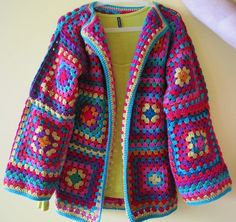 Transcendent Crochet a Solid Granny Square Ideas. Inconceivable Crochet a Solid Granny Square Ideas. Crochet Diy, Crochet Bolero, Cardigan Au Crochet, Beau Crochet, Pull Crochet, Gilet Crochet, Mode Crochet, Crochet Jacket, Knit Or Crochet