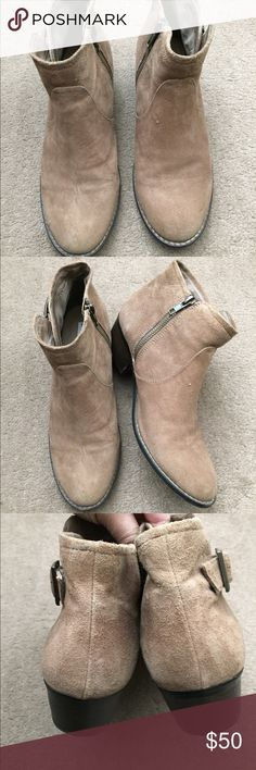 Steve Madden ankle bootie. Size 8.5. Steve Madden ankle bootie. Size 8.5. Color: Tan. Has side zipper. Very cute with skinny jeans or leggings. No shoe box. No trades. Steve Madden Shoes Ankle Boots & Booties