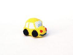Coche amarillo de ganchillo - llavero. Yellow crochet car.  #amigurumi