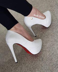 05a103bb3 A vida tenta me dar rasteiras MAS EU REJEITO por eu gosto mesmo É DE SALTO  ALTO! Week Shoes · Meia Pata