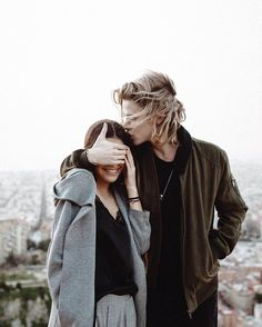 Discover the lastest trends in MEN with Bershka. Log in now and find 0 MEN and new products every week Couple Blond, Girl Couple, Blonde Boys, Brunette Girl, Clary Y Jace, Fitz Huxley, Jace Lightwood, Good Day Song, Couple Aesthetic