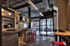 Marzua: DissenyaDos da forma a Garage Beer Co., una fábrica de cerveza artesanal instalada en un garaje Bar Counter, Brewery, Barcelona, Industrial, Google, Blog, Ideas, Shape, Craft Beer