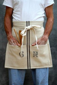 DIY Cafe Apron from a Tea-Towel, by KatesCreativeSpace Cool Aprons, Aprons For Men, Sewing Projects For Beginners, Easy Sewing Projects, Sewing Tips, Sewing Tutorials, Cafe Apron, Towel Apron, Towel Crafts