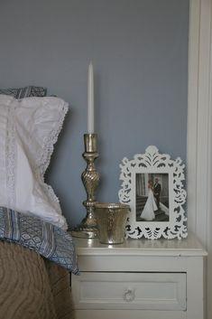 Bildresultat för jotun gustaviansk blå Candle Sconces, Wall Lights, Candles, Lighting, Inspiration, Bedrooms, Home Decor, Google, Kitchen