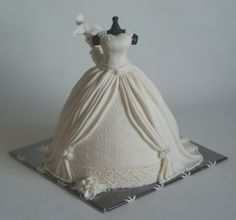 a dress for a beautifull bride By kwebbeltje on CakeCentral.com