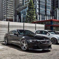 BMW 6-Serie 5.0 M6 Coupe SMG AUT 2008 507 PK Full Option.  Een droom van een sport auto met liefst 507 PK 10 cilinders onder de motorkap.   Auto is bijna in nieuwstaat !! Is altijd dealer onderhouden .  Kompleet met sleutels + lederen M boekje + alle papieren wat er bij hoort ! Dit is geen auto wat via internet moet gezien en beoordeeld worden maar in het echt !