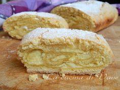 Rotolo di crostata con crema alla ricotta ricetta golosissima con la pasta frolla. Il rotolo croccante fuori ma cremoso e morbido dentro ottimo a merenda