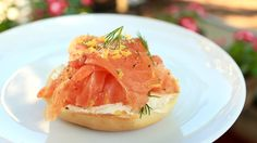 Once I went to a fancy grocer and ordered five slices of gravlax from the deli counter. I was in one of those moods. Outside the store I ate the cured salmon by itself—no bagels or accoutrements … Healthy Snaks, Low Carb Recipes, Cooking Recipes, Deli Counter, Fish And Meat, Fish Dishes, Light Recipes, Food Hacks, Food Tips