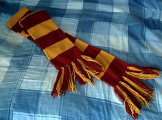 Here you will find a free pattern and instructions to crochet, knit, and felt a Gryffindor house scarf.