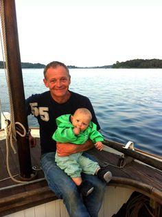 Anker Lauritsen på Karen med sin yngste søn Bertram.