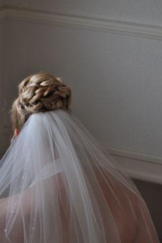 Bruidskapsel geheel opgestoken met lussen by Bruid en Beauty Almere