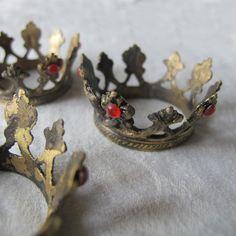 Tiny Crown, $10