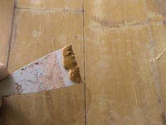 Cómo lacar muebles. Cuando quieres darle una nueva apariencia a tus muebles sin gastar mucho dinero, una de las mejores opciones es lacarlos. Lacar muebles consiste en pintarlos con una pintura de esmalte o laca, que es ...