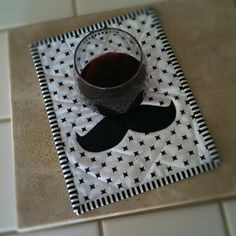 Moustache Mug rug - Tutorial by Sewfantastic.blogspot.com    LOVE this!