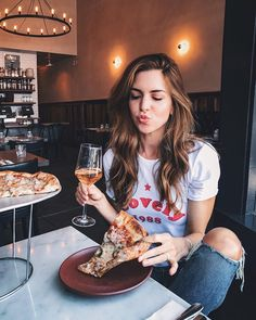 casual outfit inspiration | pizza love | favourite part of the day | dinner inspiration | urban romantix | Fitz & Huxley | www.fitzandhuxley.com
