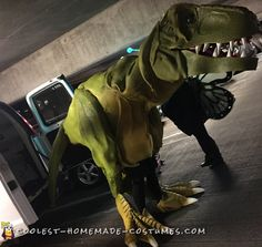 Coolest Homemade Costumes for DIY Costume Enthusiasts T Rex Halloween Costume, T Rex Costume, Dinosaur Costume, Costume Works, Halloween Kids, Homemade Costumes, Diy Costumes, Scaring People, Cosplay Diy