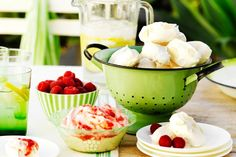 Meringues with raspberry dipping sauce