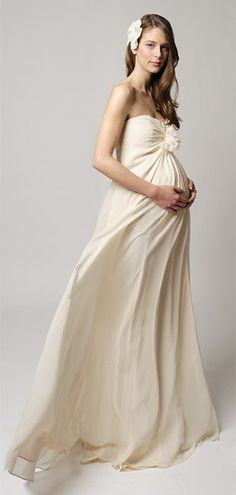 Maternity Wedding Gown I Am Hardly A Fan Of Pregnant Weddings But This Picture