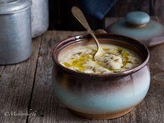 La crema di cavolfiore e patate con lenticchie, piacevolmente aromatizzata al rosmarino, è un piatto caldo e gustoso, perfetto per una giornata di freddo!