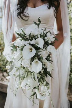 Cascading Wedding Bouquet: ideas for a unique bridal look! - Cascading Wedding Bouquet: ideas for a unique bridal look! Lily Bouquet Wedding, Cascading Wedding Bouquets, Summer Wedding Bouquets, White Wedding Flowers, Wedding Flower Arrangements, Bridal Flowers, Wedding Colors, Greenery Bouquets, Bride Bouquets