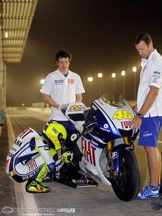 Google Afbeeldingen resultaat voor http://images.motorcycle-usa.com/PhotoGallerys/valentino-rossi-qatar-test.jpg