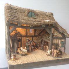 Kerststal Christmas Crib Ideas, Wooden Christmas Crafts, Christmas Nativity Set, Diy Christmas Lights, Christmas Clay, Xmas Crafts, Country Christmas, Christmas Pictures, Christmas Decorations