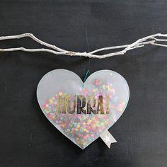 Konfettiregen Hurra! von good old friends GmbH jetzt im design3000.de Shop kaufen! Wir lieben Konfetti! Und diese Herzen und Wolken aus...