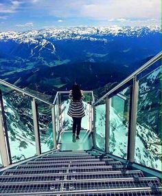 The 2,995 metre high Dachstein is the highest mountain in Styria and is located amid a stunning alpine landscape. From the Dachstein you have a panoramic view over the peaks of Austria as far as the Czech Republic and Slovenia
