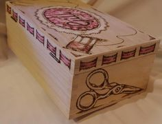 Pyrography Ideas, Pyrography Patterns, Box Design, Design Ideas, Wood Projects, Projects To Try, Wooden Sewing Box, Burnt Wood, Got Wood