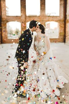 Starting to consider confetti as one of our favorite wedding portrait necessities.. <3 | Image by Anna Duncan Photography