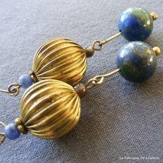 Boucles d'Oreilles Vintages Longues Rétro Or et Bleu Pierre Fine