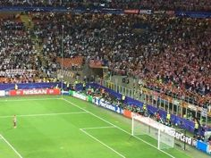 Juanfran goes over to apologise to the Atletico Madrid fans. They give him a standing ovation beautiful moment.