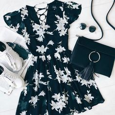 🌼 feelin' that floral fever 🌼 shop the look with the link in our bio! 🌼 Fühle das Blumenfieber 🌼 Kauf den Look mit dem Link in unserer Biografie! Cute Summer Outfits, Spring Outfits, Cool Outfits, Mode Grunge, Grunge Style, Fashion Vestidos, Fashion Dresses, Teen Fashion, Love Fashion