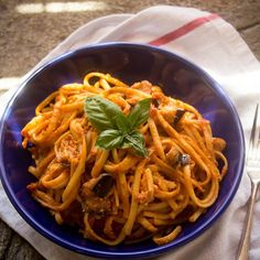 H Pasta alla Norma είναι η μακαρονάδα που πρέπει να φτιάξεις αυτήν ακριβώς την εποχή. Ζουμερές ντομάτες, γεμάτες απολαυστική σάρκα μελιτζάνες, ο βασιλικός στα τελειώματα και πλούσια κρεμώδης ricotta. Είπες κάτι; Σε περιμένει στο blog... #myblissfood #pasta #norma #italianfood #ilovepasta #instafood #lifokitchen #foodies #summerfood #food52grams #foodstagram #foodgawker #foodblogger