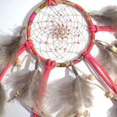 Dreamcatcher/attrape rêves en liberty betsy, plumes et perles de verre japonaises