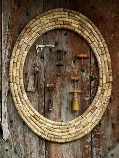 I was first introduced with the reuse of wine corks by my daughter when she made a bulletin board similar to this one...   She worked at an ...