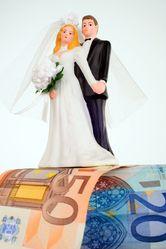 Le budget d'un mariage est d'environ 13 000 € enmoyenne en France ... Quelles astuces pour organiser votre mariage sur http://yesidomariage.com