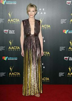 """""""Cate Blanchett deslumbró en los premios AACTA con este vestido de la colección primavera-verano 2014 de Givenchy que debaja ver un poco más de escote de lo habitual. Un look muy femenino en el que también el peinado y maquillaje le favorecían."""""""